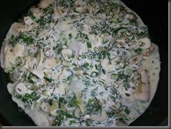 Тушеная рыба под соусом: Заливаем рыбу соусом