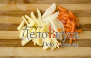 Скумбрия в фольге в духовке: Порезать овощи