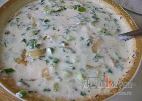 Сметанный соус с зеленью и жареным луком