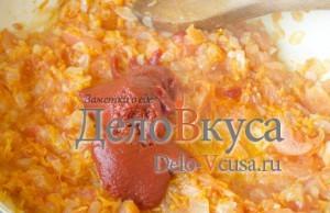 Томатный соус для тефтелей: Добавить томатную пасту