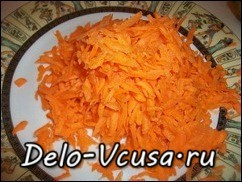Морковку потереть на крупной терке