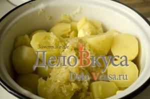 Вареники с картошкой: Добавить в картошку масло