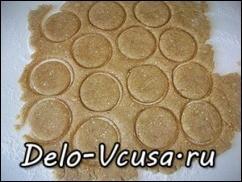 Вырезаем печенья любой формы