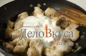 Куриное филе в соусе: Добавить сметану