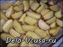 Картошку запекаем при температуре 180*-190* в течении 35-45 минут