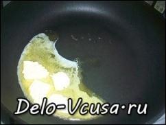 Сливочное масло растопить на горячей сковородке