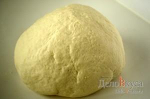 Вареники с картошкой: Замесить тесто