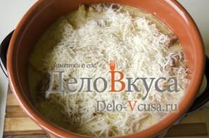 Говядина с картошкой в горшке: Добавляем тертый сыр