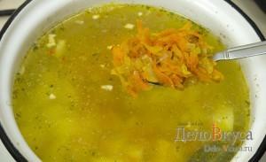 Суп с фрикадельками: Добавляем овощи в суп