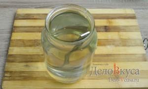 Капуста квашеная: Растворить сахар и соль в кипяченой воде