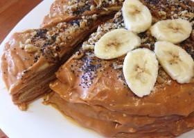 Блинный торт со сгущенкой и бананами