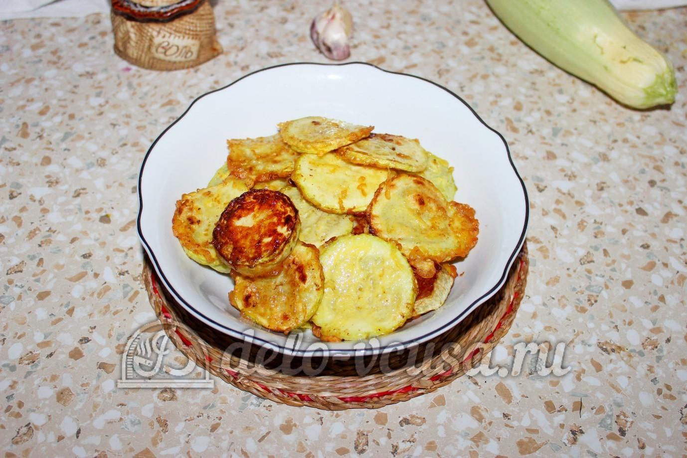 кабачки в кляре на сковороде с чесноком и сметаной
