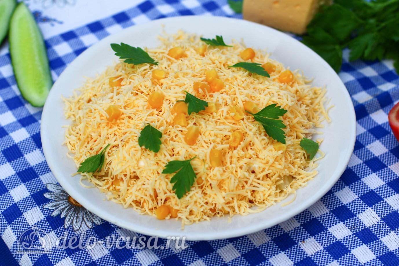Салат с кукурузой и ананасом и копченой курицей рецепт с