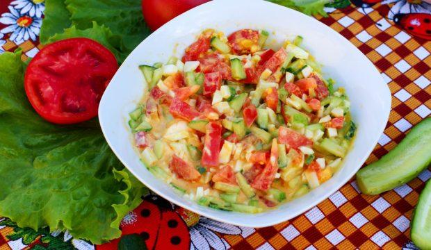 Салаты с помидорами огурцами яйцами или капустой