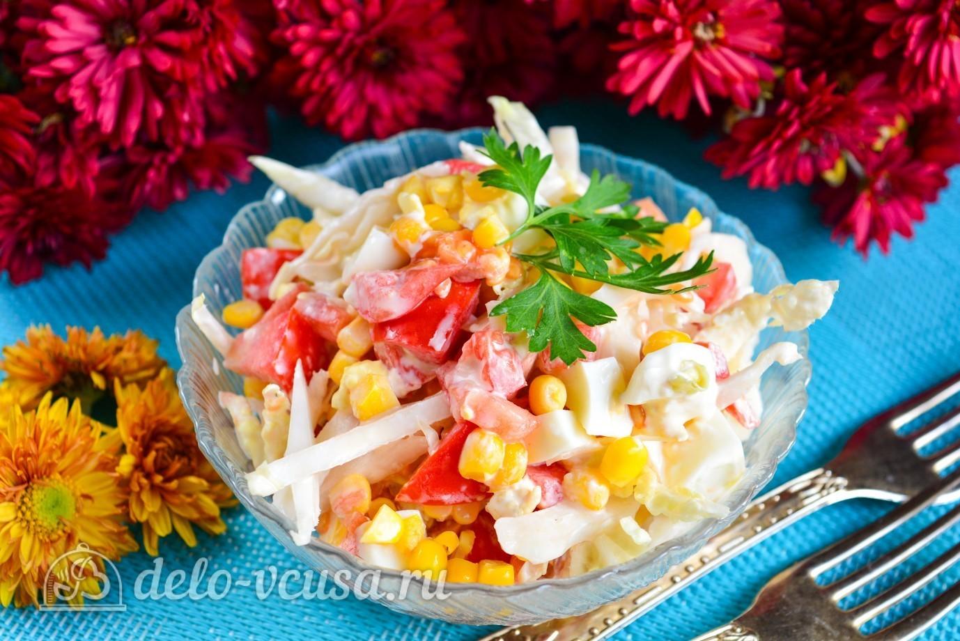 Салат с помидорами и кукурузой курицей