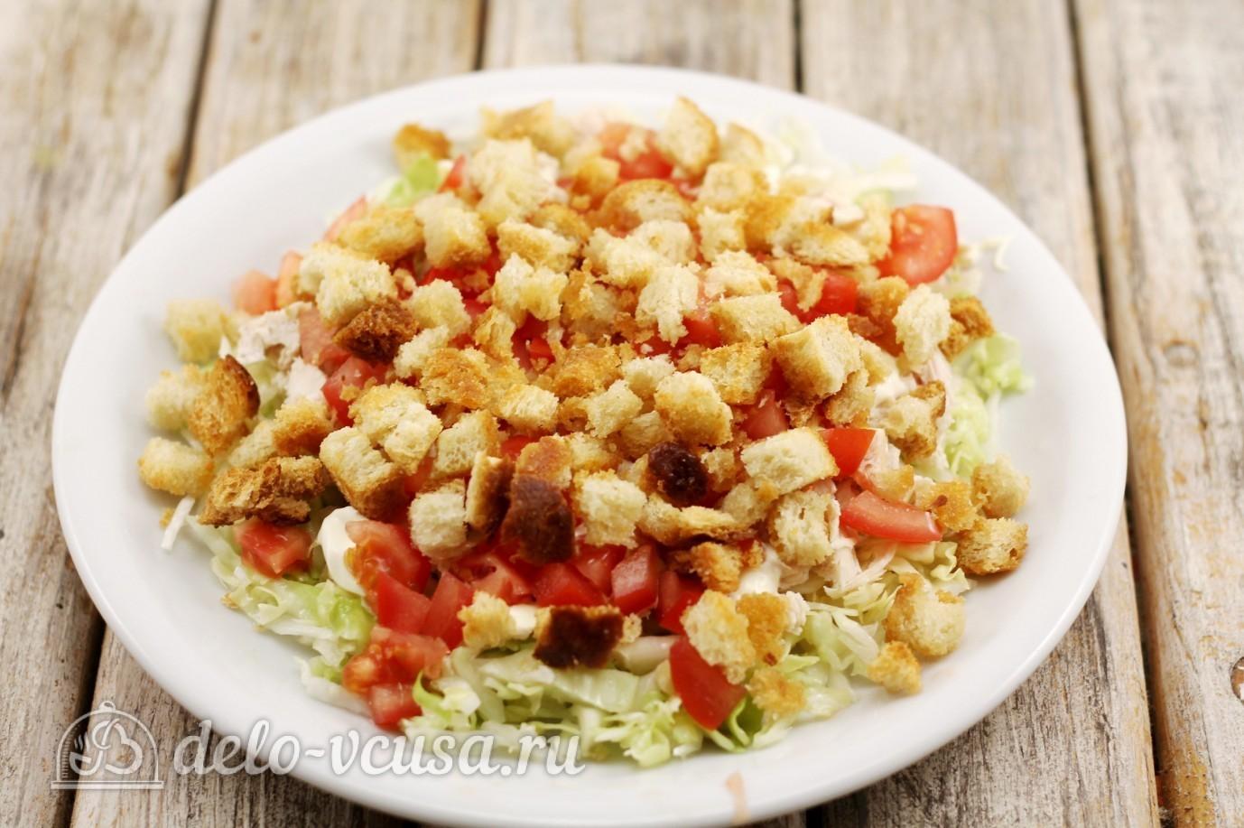 Салат из пекинской капусты рецепты с колбасой и сухариками рецепт