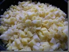 Жареная картошка с куриным филе: Добавляем картошку
