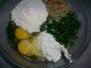 Куриные котлеты: Смешать все ингредиенты
