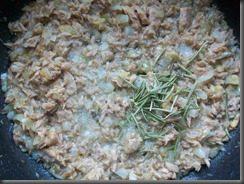 Томатный соус с тунцом для спагетти: фото к шагу 8.