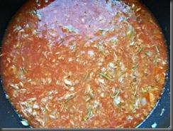 Томатный соус с тунцом: Добавить томатный сок