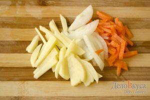 Скумбрия запеченная в фольге: Порезать овощи