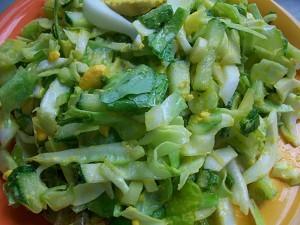 Салат из свежей капусты с огурцами