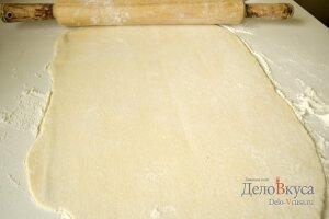 Пирог с яблоками: Раскатать тесто