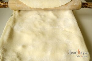 Пирог с яблоками: Накрыть пирог тестом