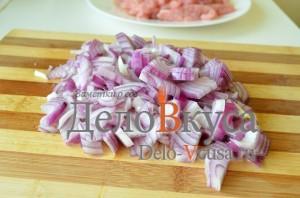 Бефстроганов из свинины: Лук порезать полукольцами или мелкими кубиками