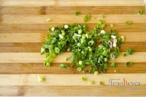 Салат из помидор (томатов) с бальзамическим уксусом: фото к шагу 5.
