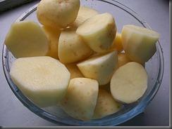 Вареная картошка: Крупную картошку порезать