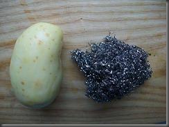 Вареная картошка: Чистим молодую картошку