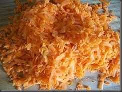 Тушеная рыба в томатном соусе: Морковку натереть на терке