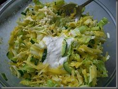 Салат из свежей капусты, огурцов и редиски: Добавить майонез