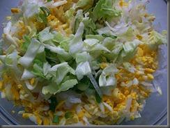 Салат из свежей капусты, огурцов и редиски: Все смешать