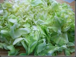 Салат из свежей капусты, огурцов и редиски: Капусту порезать