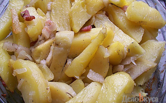 Картошка запеченная в духовке с салом