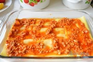 Лазанья: Сверху кладем слой мясного соуса