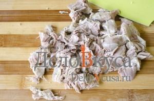 Зеленый борщ со щавелем и крапивой: Порезать мясо