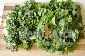 Зеленый борщ со щавелем и крапивой: Порезать щавель