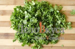 Зеленый борщ со щавелем и крапивой: Измельчить зелень