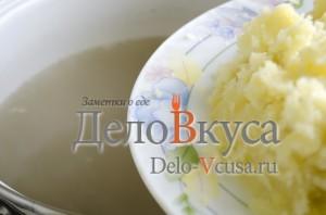 Зеленый борщ со щавелем и крапивой: Пюре добавить в кастрюлю