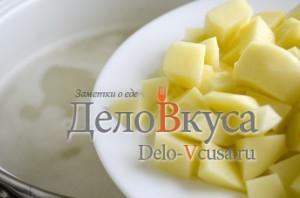 Зеленый борщ со щавелем и крапивой: Добавить картошку