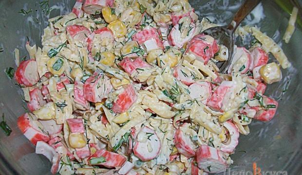 рецепты салатов из креветок и крабовыми палочками