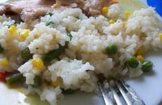 Рис с горошком, кукурузой и стручковой фасолью