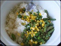 Рис с горошком, кукурузой и стручковой фасолью: фото к шагу 4.