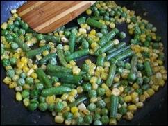 Рис с горошком, кукурузой и стручковой фасолью: фото к шагу 3.