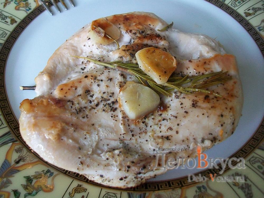 Куриное филе с розмарином и чесноком. Курица жареная без масла