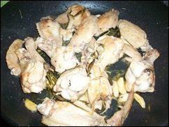 Куриные крылышки в вине. Куриные крылышки с розмарином и шалфеем тушеные в белом вине: фото к шагу 9