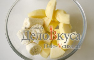 Творожок с бананом и яблоком: Фрукы очистить и порезать